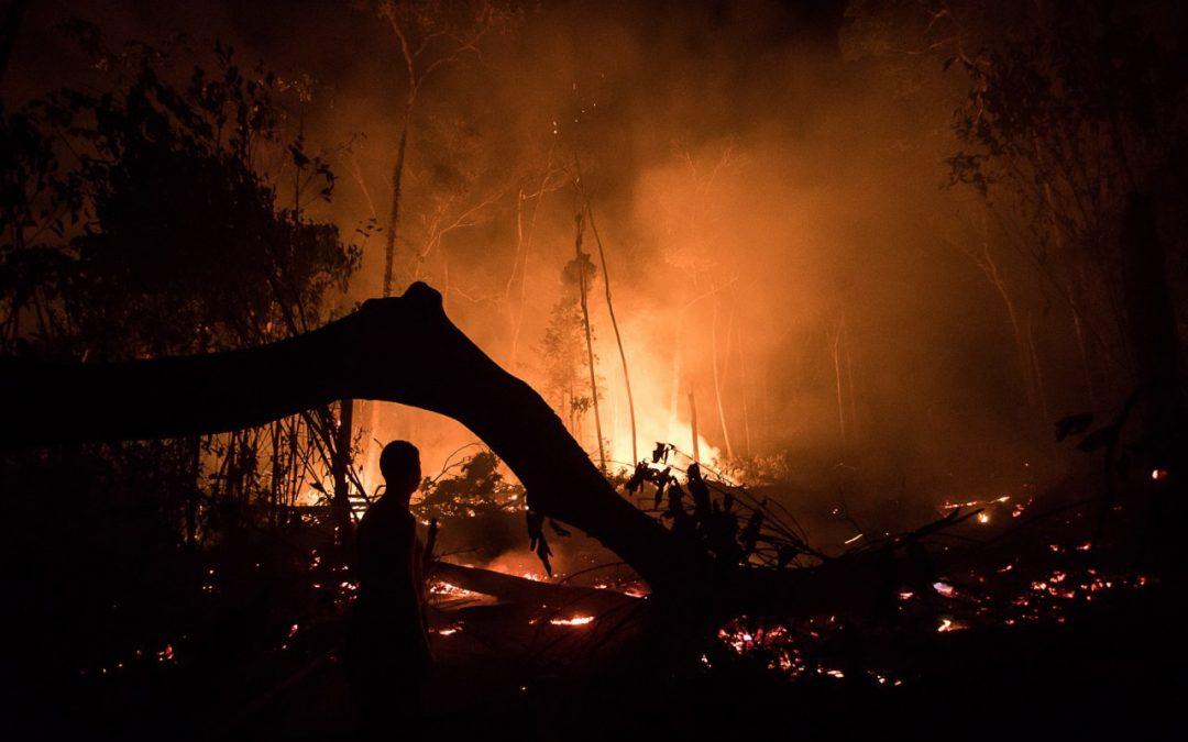 Fumaça de 143 km² de queimadas atingiu indígenas isolados do Acre nas últimas 24h