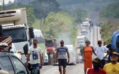 Comunidades de 5 municípios trancam a Transamazônica por liberação de água no Xingu