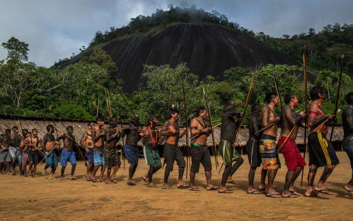 Garimpeiros atacam yanomamis com bombas de gás; clima de terror chega ao 8º dia